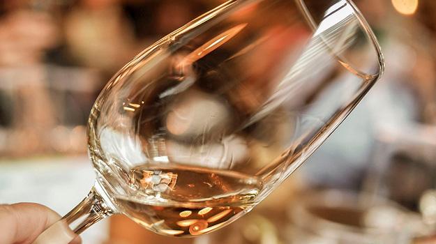 Vinglas med hvidvin